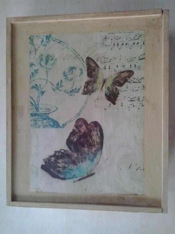 Caixa de fusta amb papallones1