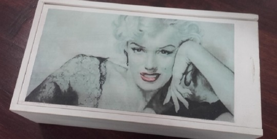 "Caixa de vi reciclada ""Marilyn""1"