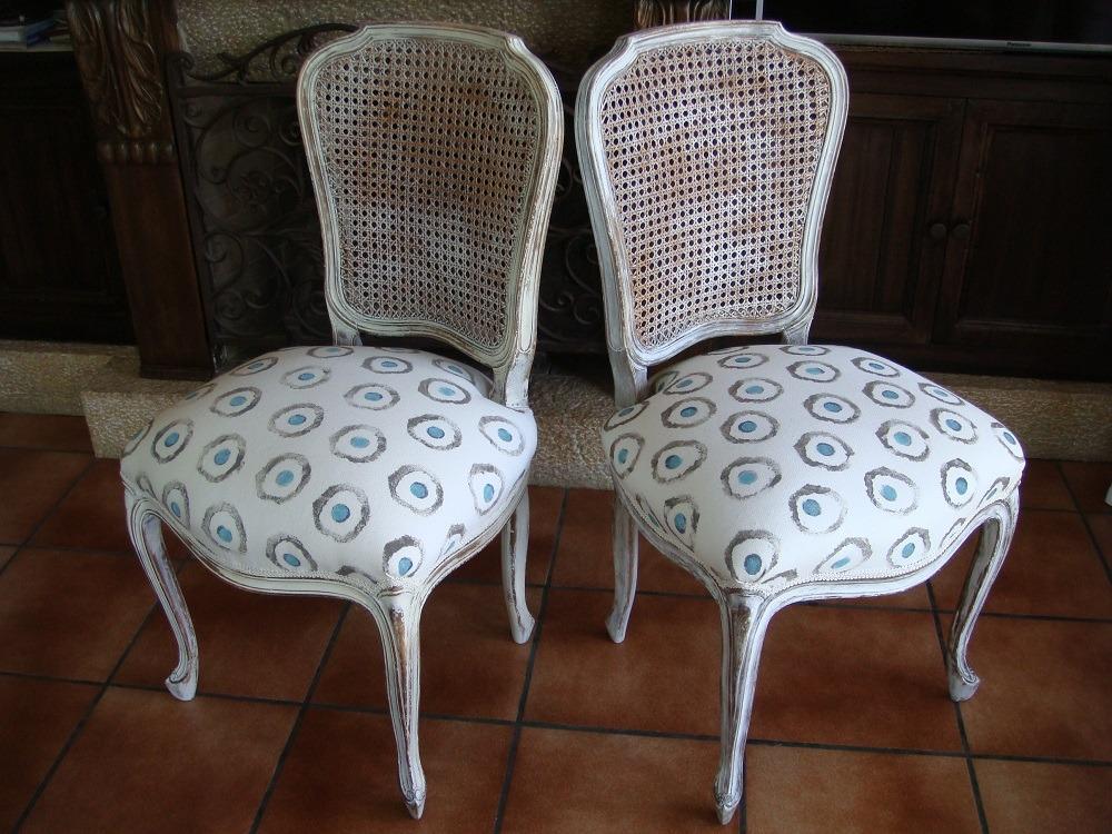 Par de sillas con rejilla